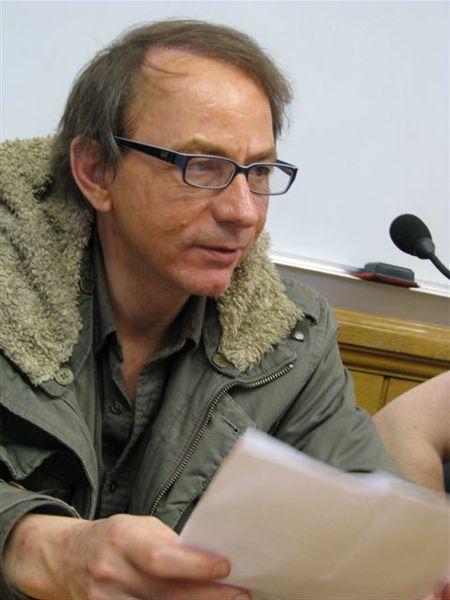 Svoboda umetniškega izražanja na Hrvaškem pod vprašajem: oblasti odpovedale predstavo po Houellebecqovem romanu
