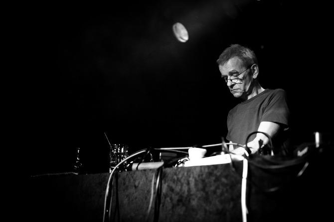 Umrl je Dieter Moebius, eden izmed pionirjev elektronske glasbe