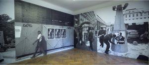 31. grafični bienale Nad tabo/ti, postavitev v MGLC. Novi kolektivizem: Plakatne akcije (1991–2013). Arhiv MGLC. Foto: Jaka Babnik.