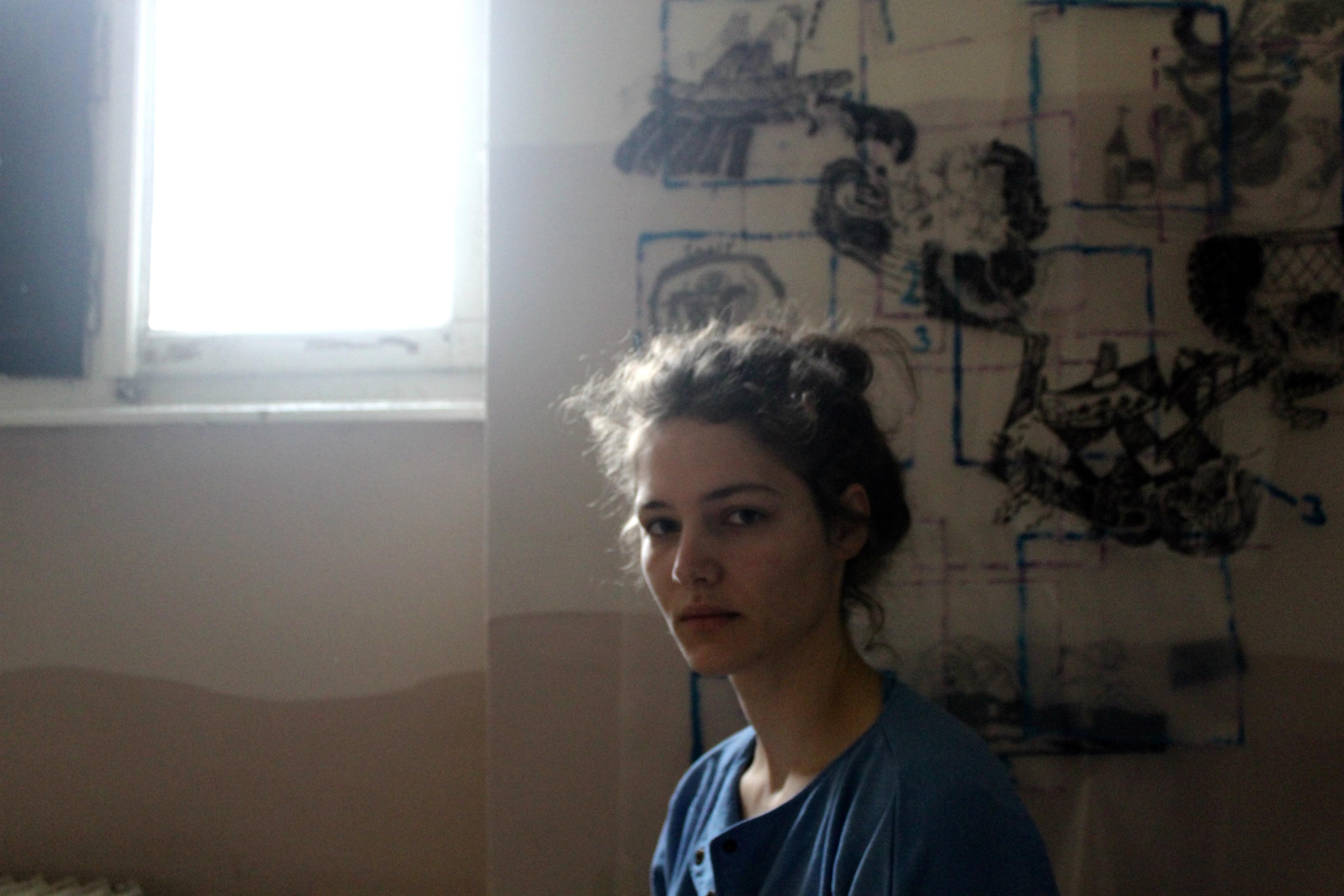 """Jasmina Grudnik: """"Kakor da bi pristala na vrhu dimnika in bila zmožna videti čez elektrarno in še naprej."""""""
