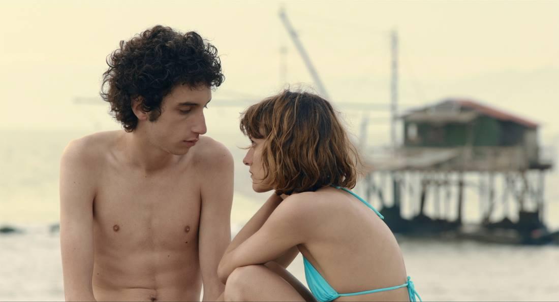 Prizor iz filma Pretesna koža.