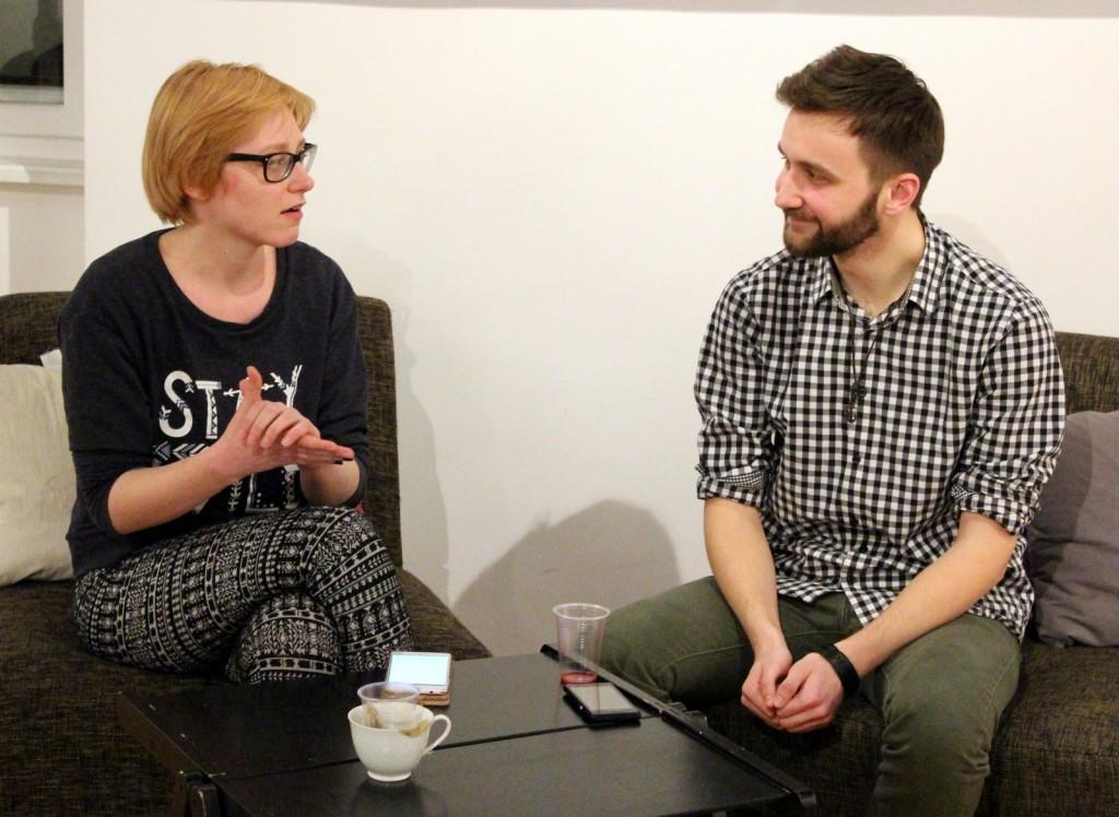 Eva Konič in Ernest Alilović med pogovorom.
