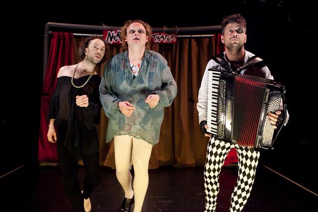 NAGRADNA IGRA: 2×2 vstopnici za predstavo Hamlet pa pol, 21 oktober!
