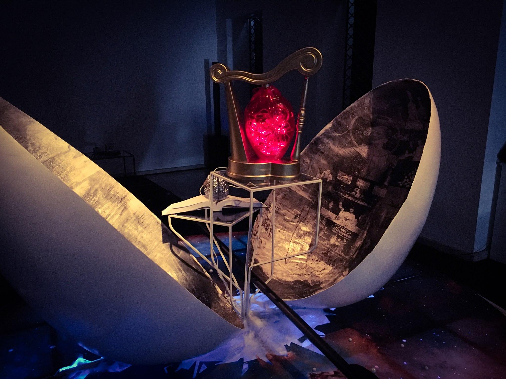 Matej Filipčič: Gledališki objekti – Razpoka v kozmičnem jajcu