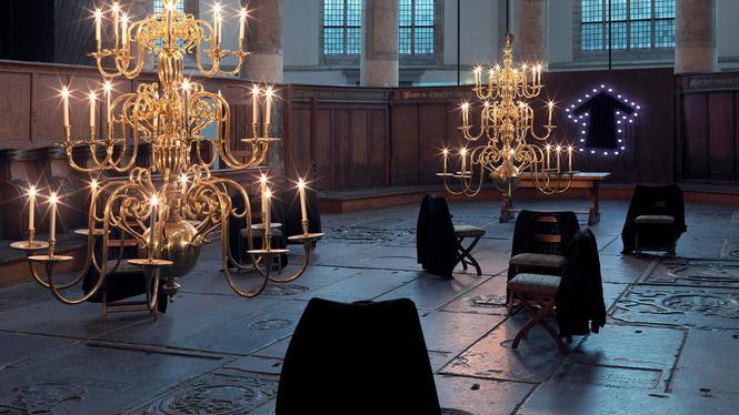 het kunstwerk van Christian Boltanski in de Oude Kerk  koseloos