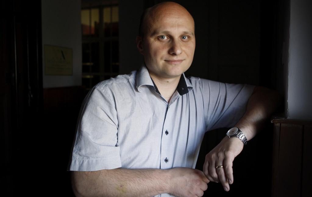 D. Kozme Ahačič, lingvist in literarni zgodovinar na ZRC SAZU in vodja skupine, ki je oblikovala novi zakon o rabi slovenskega jezika, med pogovorom z novinarjem Petrom Kolškom za časnik Delo, v Ljubljani, 9. julija 2013.