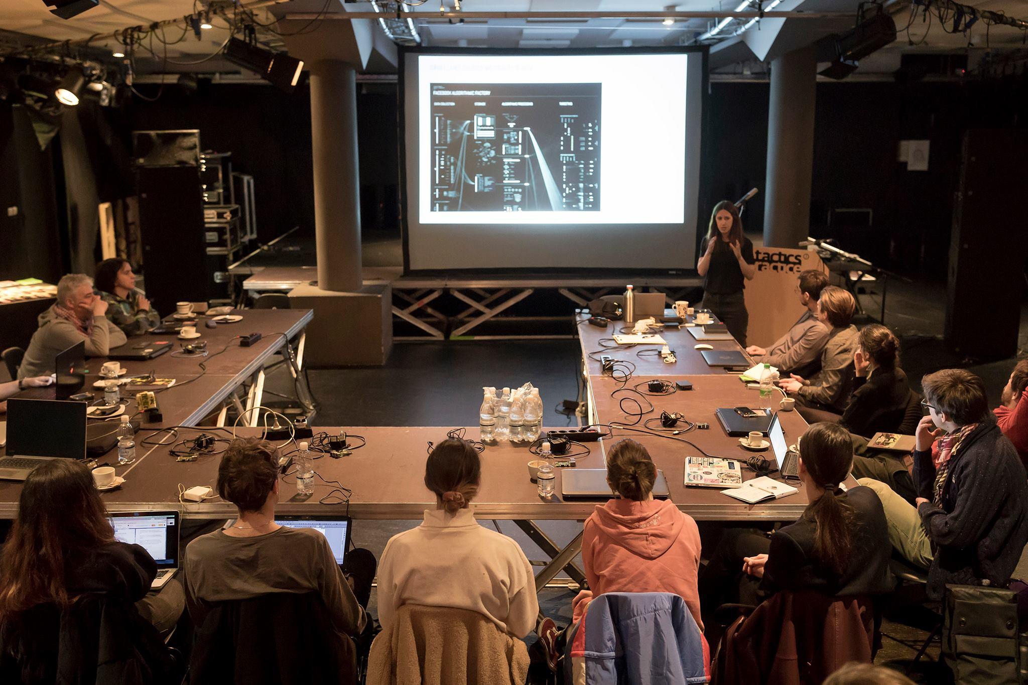 Taktike in praksa: Kritično inženirstvo (predavanja in delavnica)
