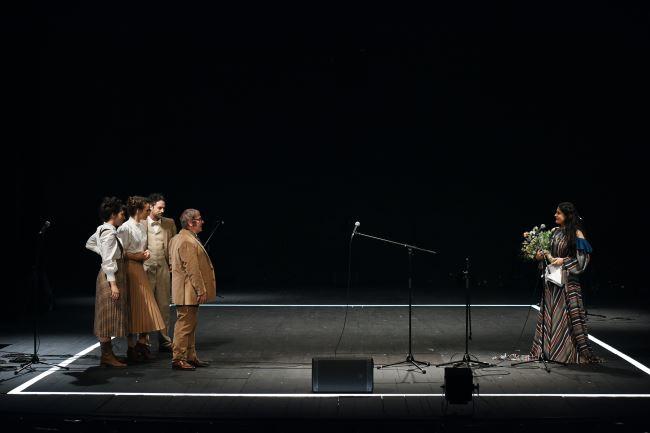 Na fotografiji: Doroteja Nadrah, Tina Vrbnjak, Rok Vihar, Bojan Emeršič in Pia Zemljič Foto: Peter Uhan