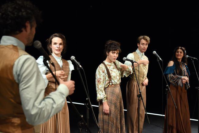 Na fotografiji: Rok Vihar, Tina Vrbnjak, Doroteja Nadrah, Luka Bokšan in Pia Zemljič Foto: Peter Uhan