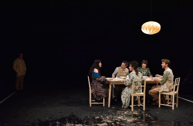 Na fotografiji: Bojan Emeršič, Pia Zemljič, Rok Vihar, Doroteja Nadrah, Tina Vrbnjak in Luka Bokšan Foto: Peter Uhan